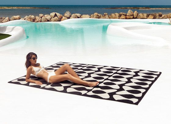 You and Me Rug by Vondom