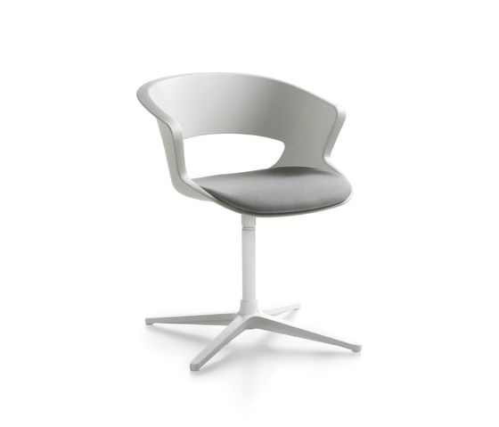 Zed swivel base in polypropylene with seat cushion (Z910) by Maxdesign by Maxdesign