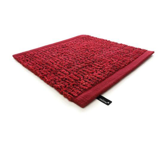 Zigzag true red, 200x300cm by Miinu