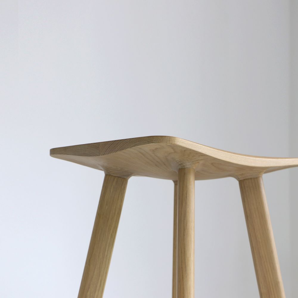 LE2 Winged Bar Stool by Tanti Design