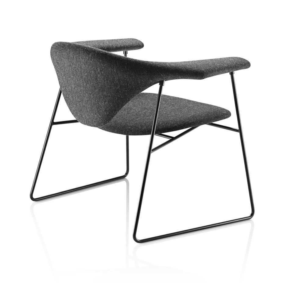 Masculo Lounge Chair - Sledge Base by Gubi