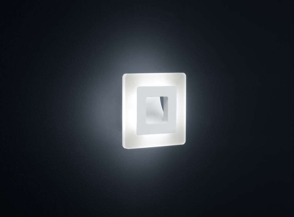 Jenna Square Wall Light by Helestra