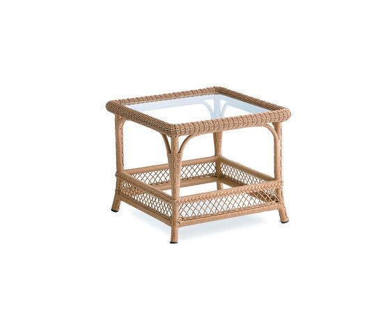 Arena corner table by Point by Point