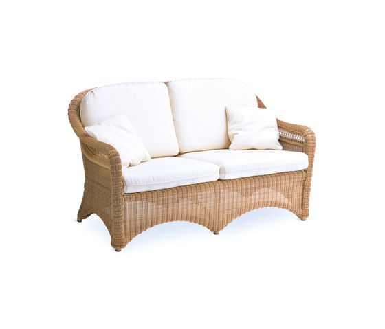 Arena sofa 2 by Point by Point