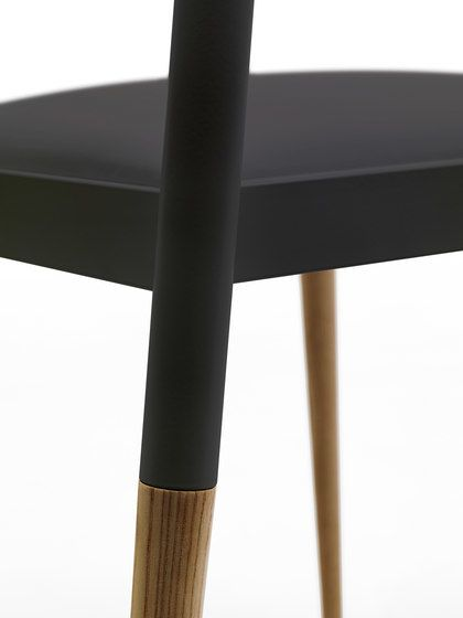 Bic chair by Eponimo by Eponimo