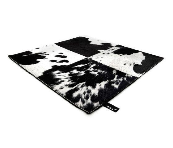 Cuero black & white, 200x300cm by Miinu