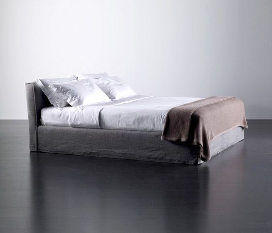 Law Bed by Meridiani by Meridiani
