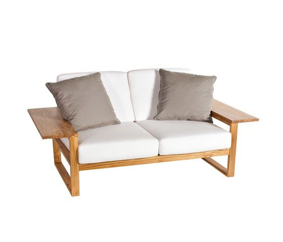 Lineal Sofa 2 by Point by Point