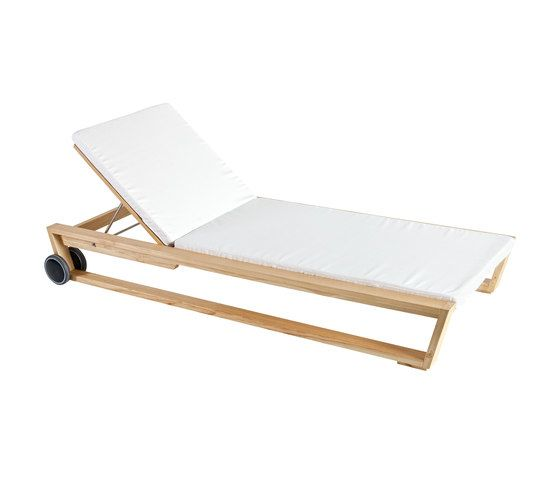 Lineal Sun bed by Point by Point