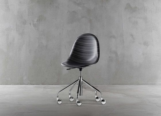 Luna swivel chair 1313-20 by Plank by Plank