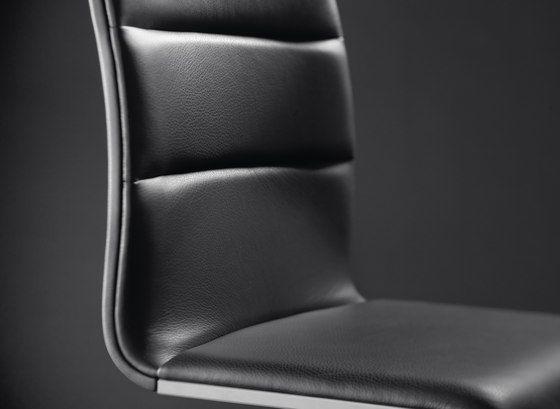 LYNN Chair by Girsberger by Girsberger