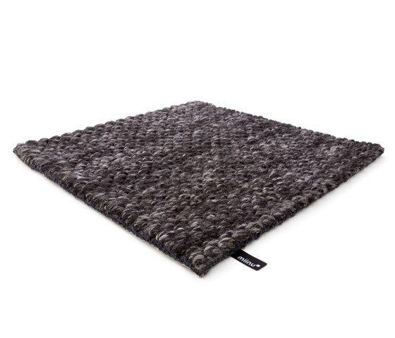 MNU 22 charcoal 1, 200x300cm by Miinu
