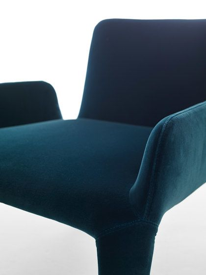 Nova armchair with armrests by Eponimo by Eponimo