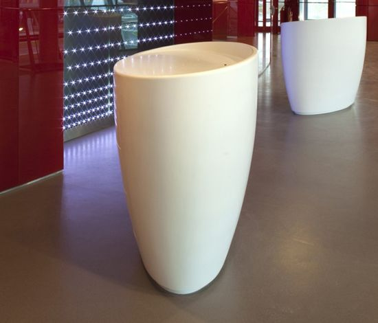 Oval counter by AMOS DESIGN by AMOS DESIGN