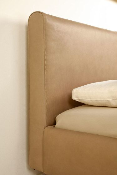 Plaisir Bed by Christine Kröncke by Christine Kröncke