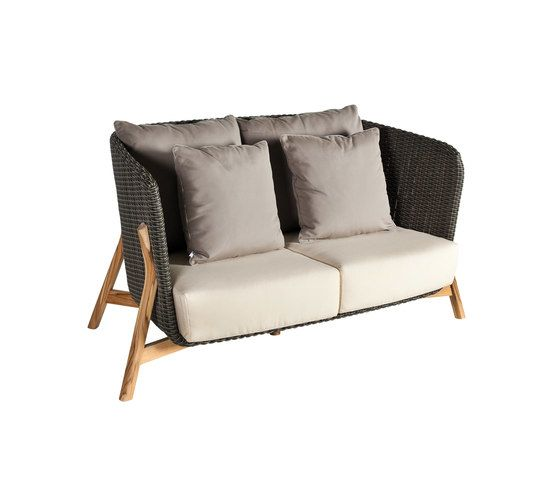 Round Sofa 2 by Point by Point