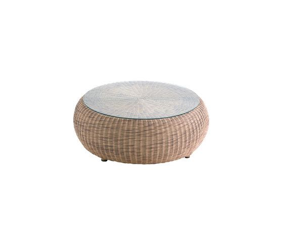 Ruedo corner table by Point by Point