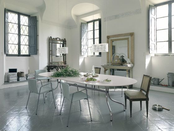 Shine table by De Padova by Vico Magistretti for De Padova