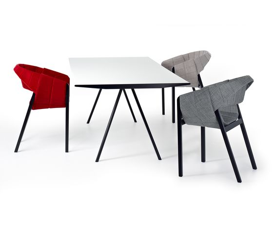 WOGG TIRA Table Eichenberger by WOGG by WOGG