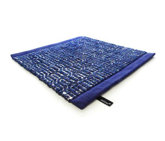 Zigzag indigo blue, 200x300cm by Miinu