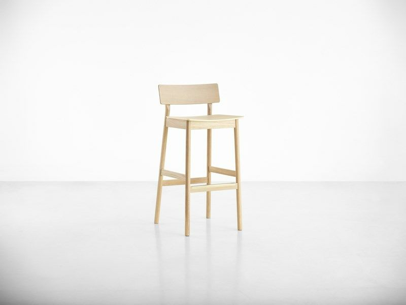Pause counter chair by WOUD