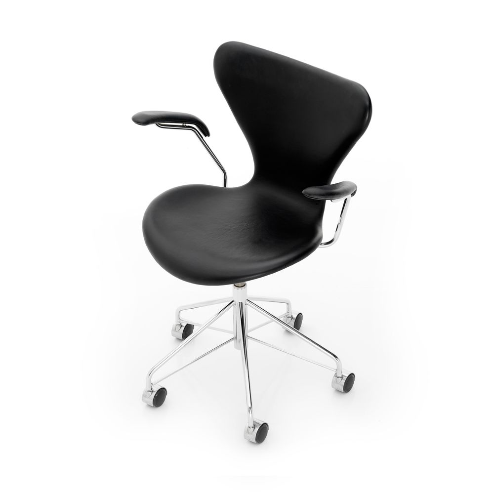 Series 7 Swivel Armchair - fully upholstered by Republic of Fritz Hansen