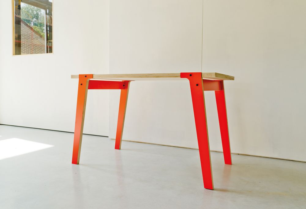 rform Switch Table Mid - Foxy Orange