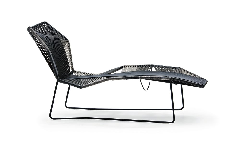 Tropicalia chaise longue silver jungle by moroso for Antibodi chaise longue by patricia urquiola