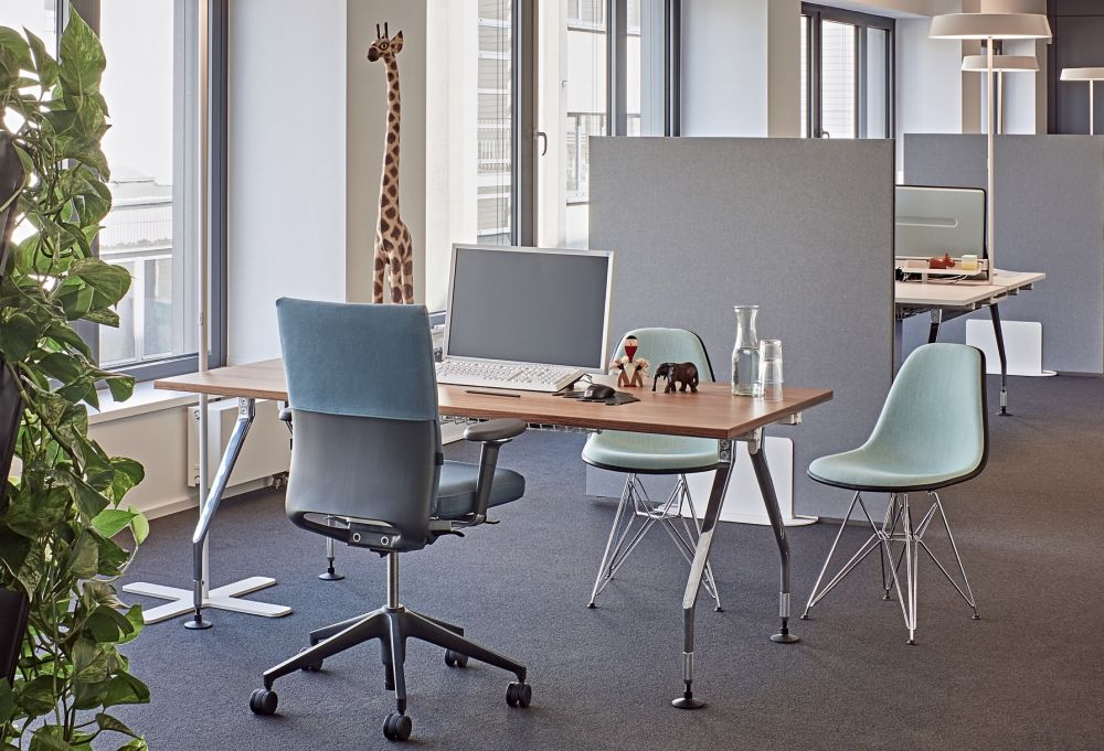 The so-called Eiffel Tower base of the DSR chair (Dining Height Side Chair Rod Base) an intricate and graceful construction made of steel wire ... & DSR Side Chair with Front Upholstery by Vitra