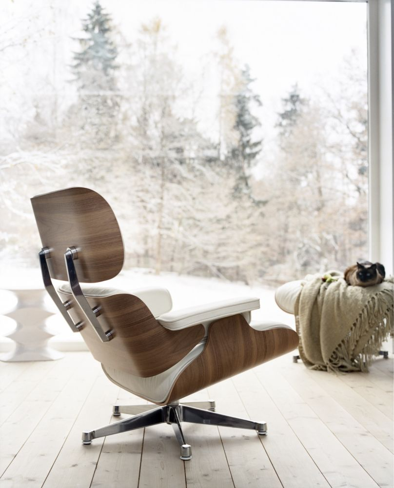 Eames lounge chair in room - Eames Lounge Chair Snow