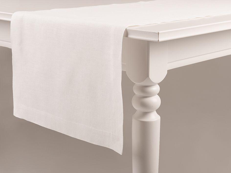 White linen table runner by Lovely Home Idea