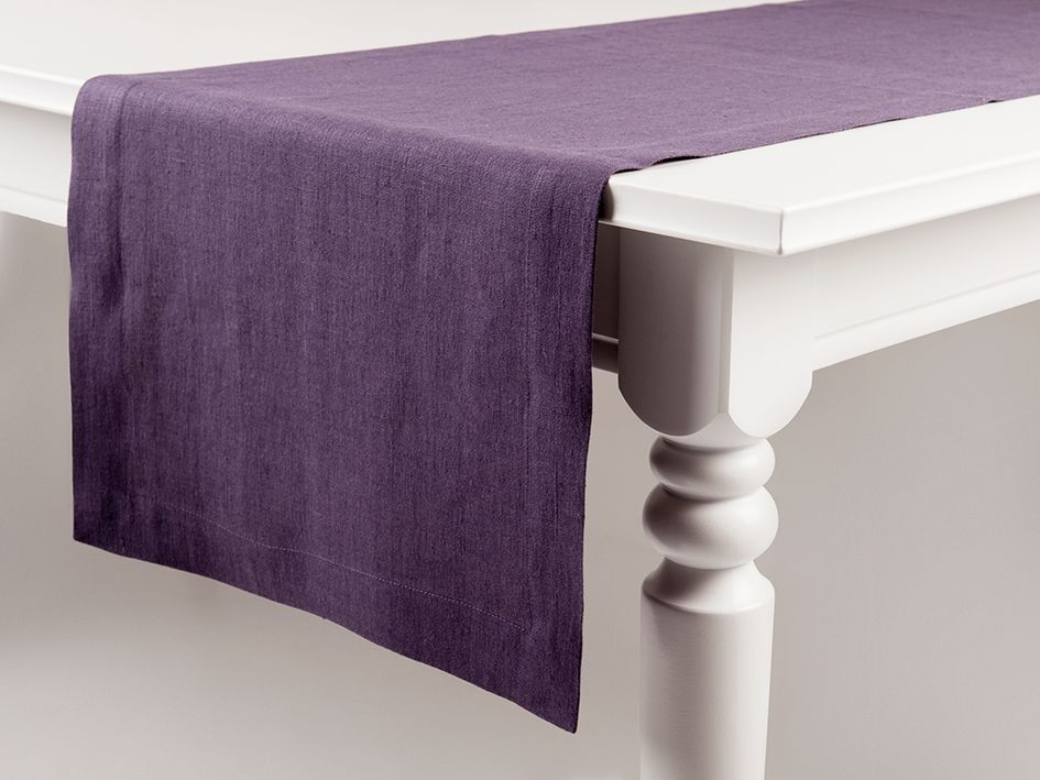 Violet linen table runner by Lovely Home Idea