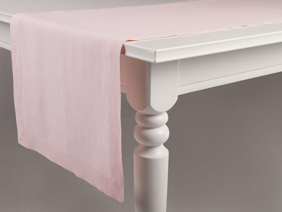 Dusty rose linen table runner by Lovely Home Idea