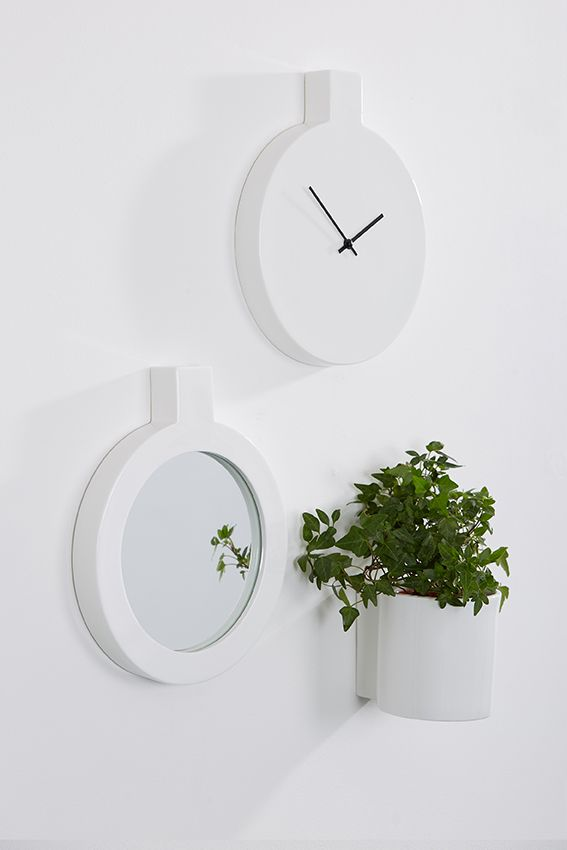 Label, wall clock by Thelermont Hupton