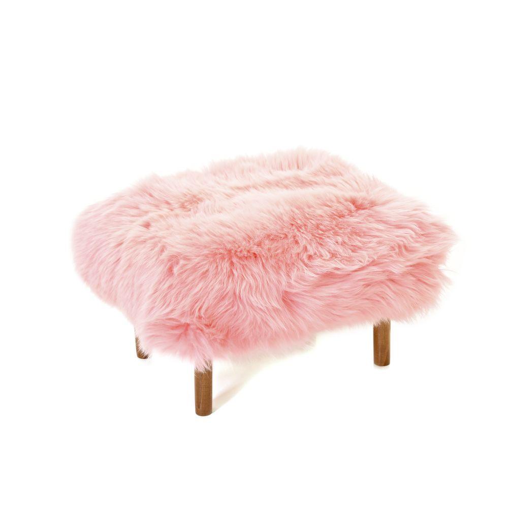 Bronwen in Baby Pink