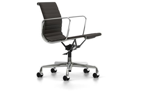 EA 117 Aluminium Chair - Swivel, With Armrests by Vitra