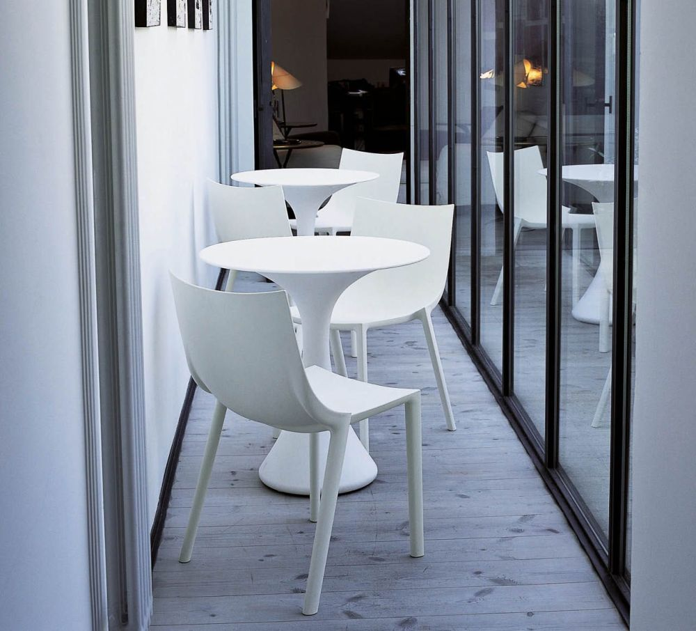 In the design of the chair u201cbou201d Starck starts from the canonical rules for stacking chairs as closer front legs rear legs positioned externally to edge of ... & BO Chair - Set of 4 White by Philippe Starck for Driade