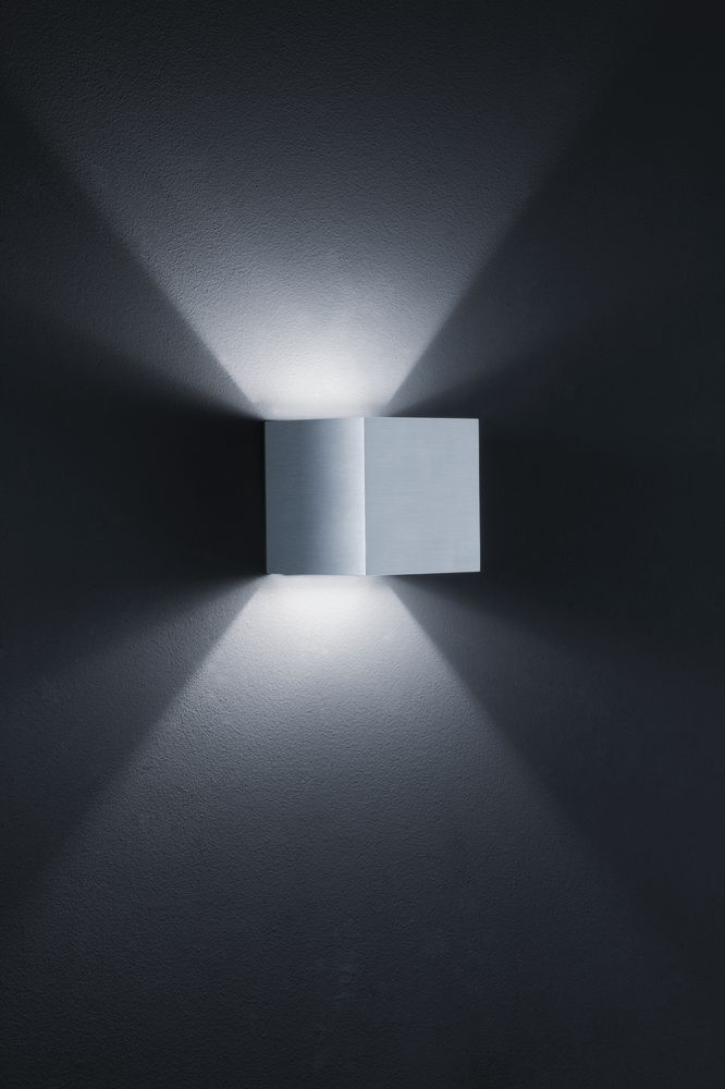 Siri Wall Light by Helestra