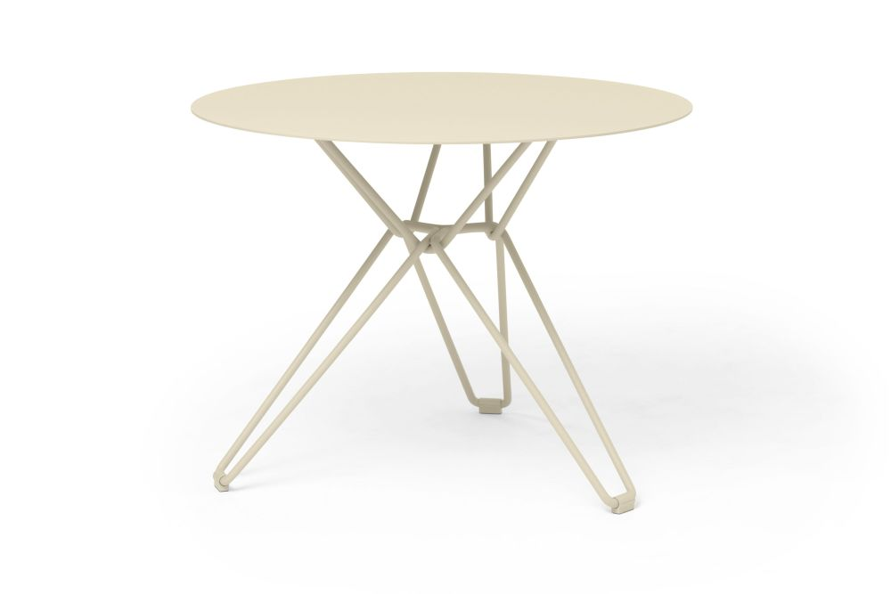 Tio Round Dining Table by Massproductions