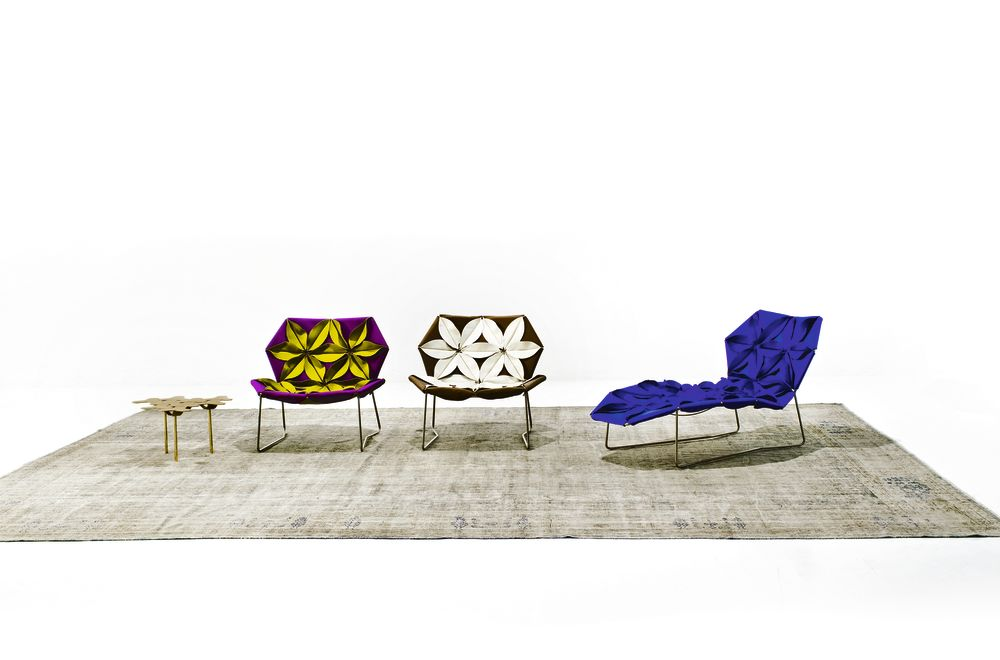 Antibodi Chaise Longue with flowers by Moroso