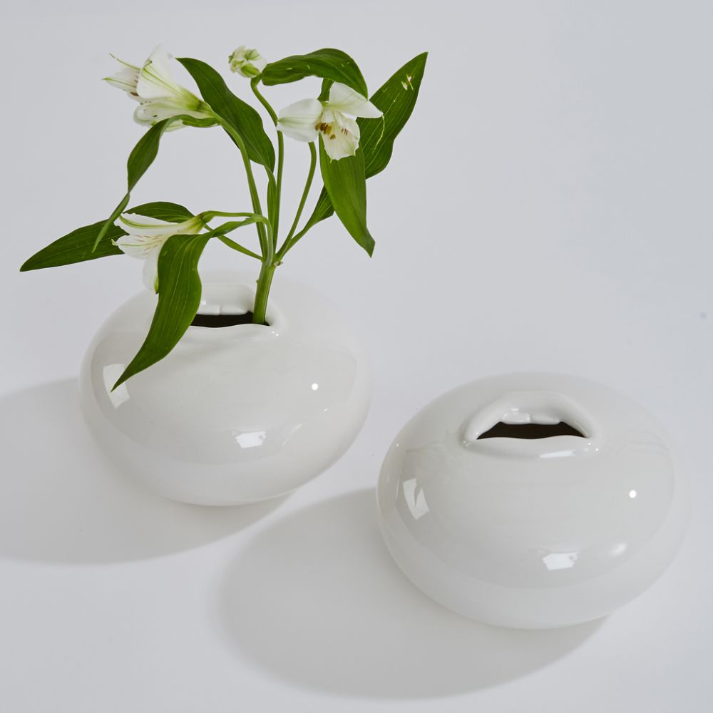 Utter pot vase by Thelermont Hupton