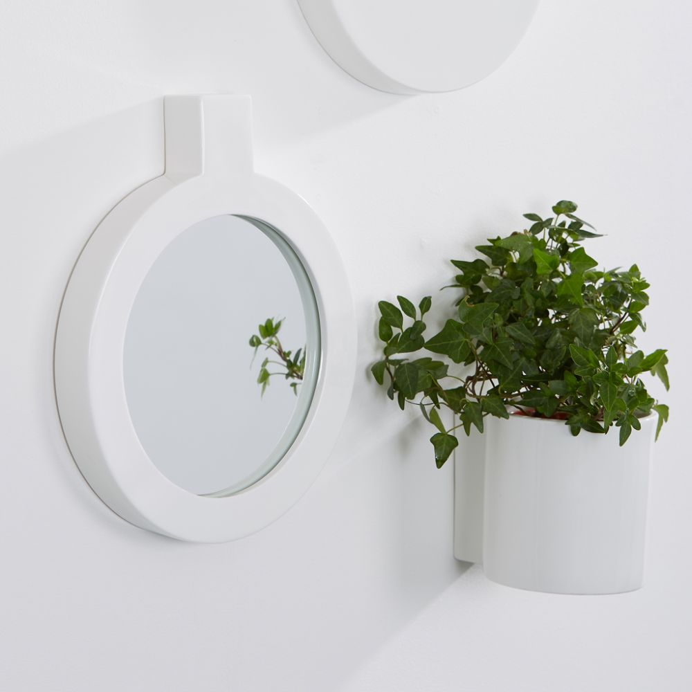 Label mirror by Thelermont Hupton