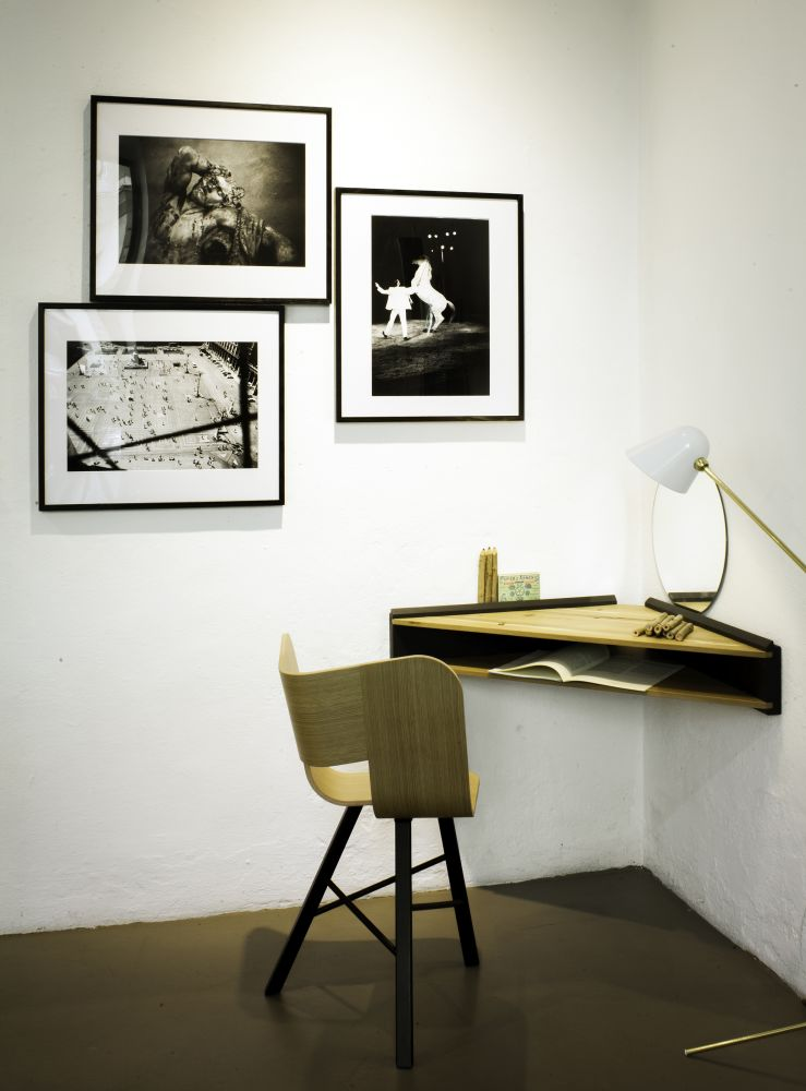 Tria Chair Oak and Black, Briccola-ge Desk Showroom Milano Italian design