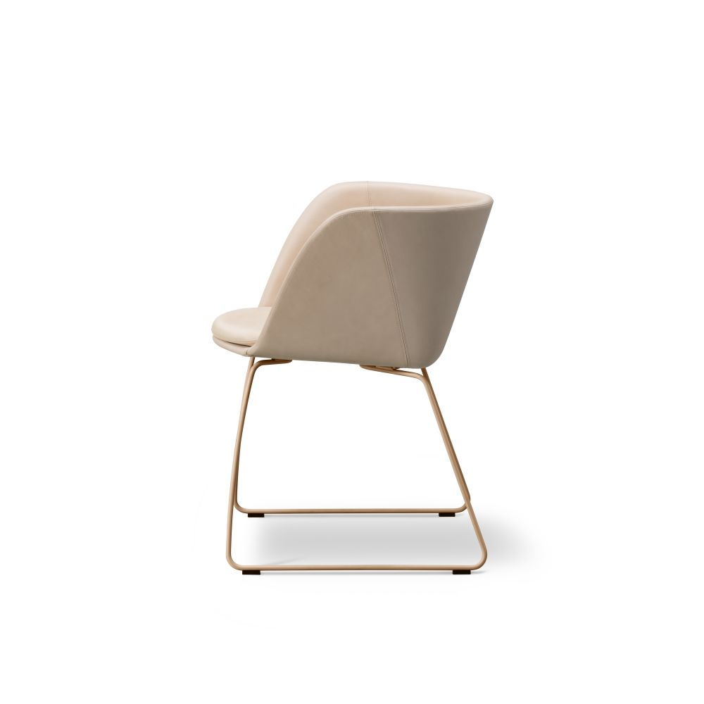 Verve sledge fully upholstered by Fredericia