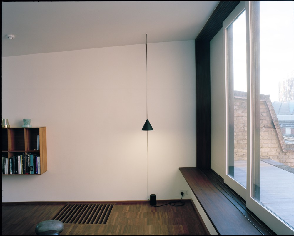 string light cone pendant 12 mt by michael anastassiades for flos. Black Bedroom Furniture Sets. Home Design Ideas