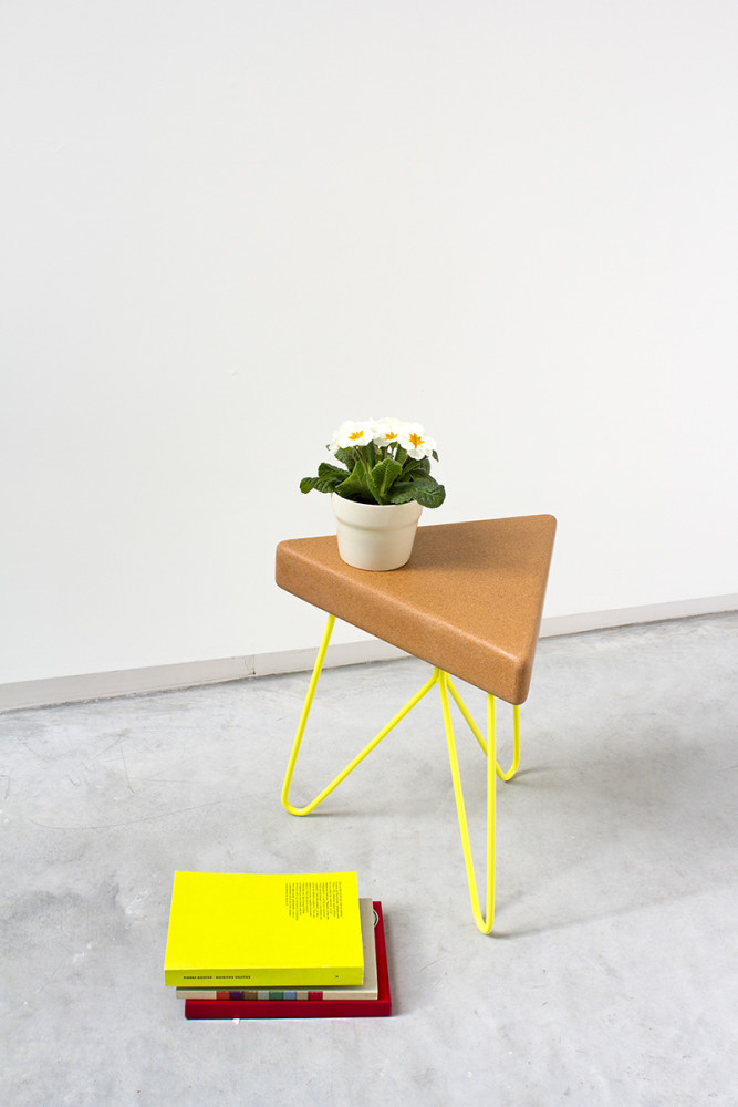 Três Stool.table - light cork, yellow legs