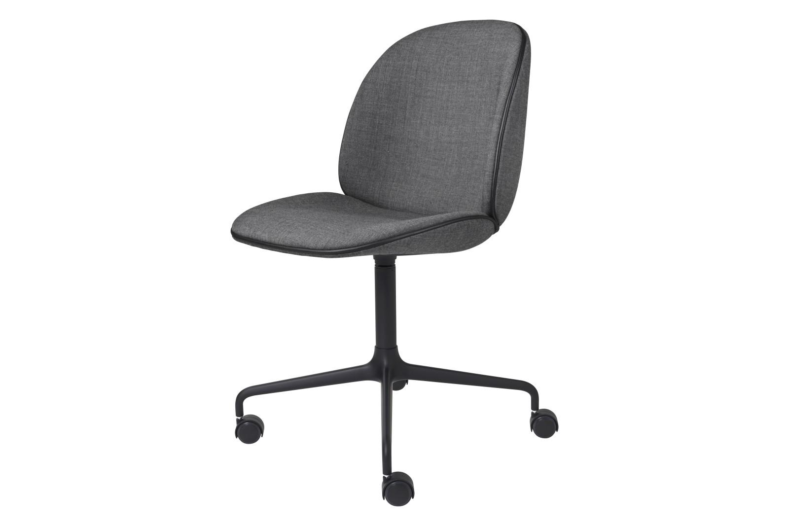 Beetle Meeting Chair - Fully Upholstered, 4-star w. castors Gubi Metal Black, Price Grp. 01