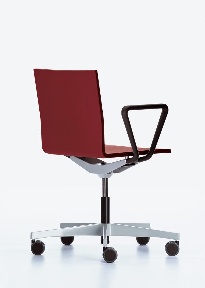 .04 Studio Chair With Armrest 26 poppy red, 02 castors hard - braked for carpet