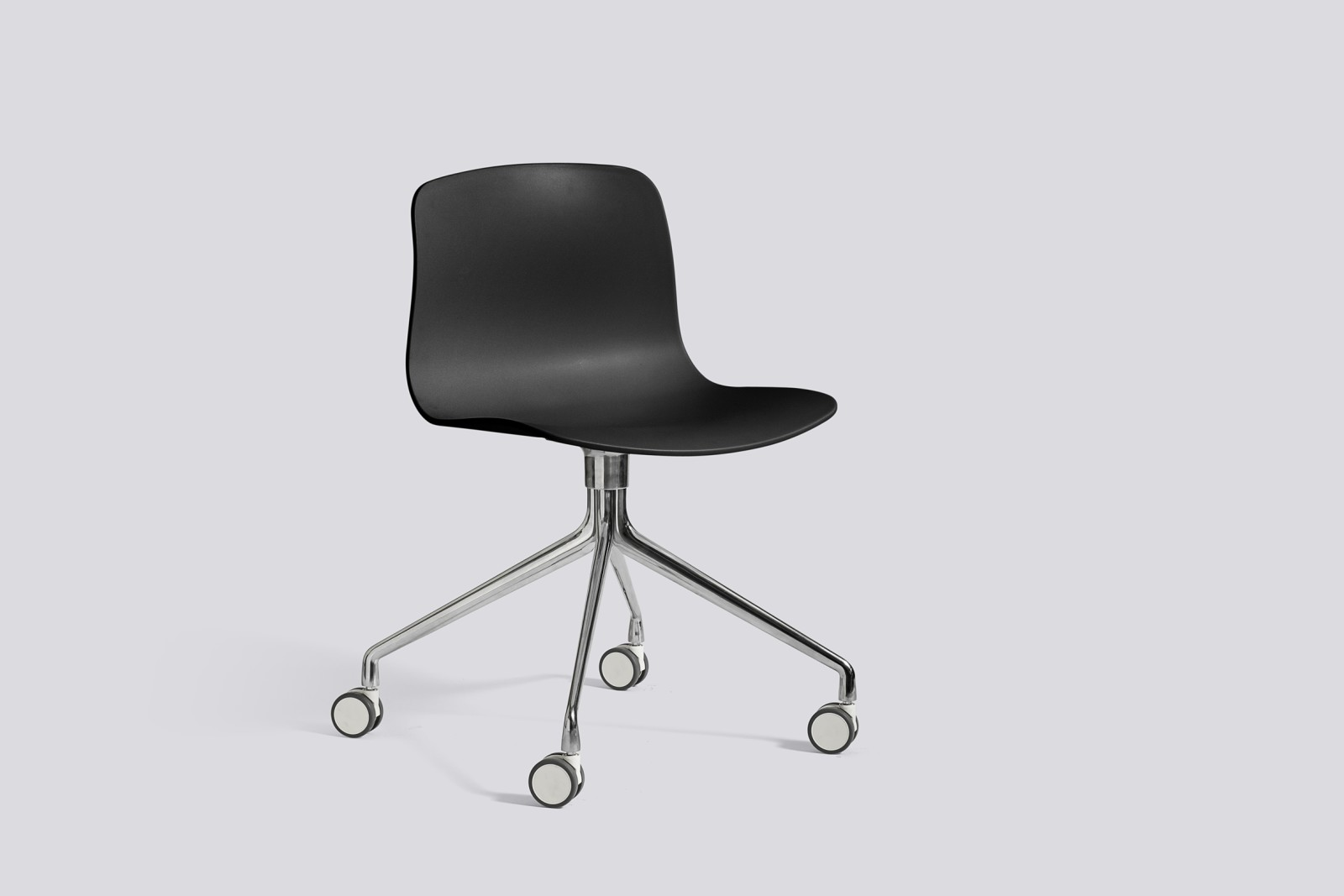 About A Chair AAC14 Black, Polished Aluminium
