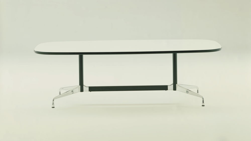 Eames Boat-Shaped Table - 6 Seats White laminate / plastic edge black, Feet chrome / central columns